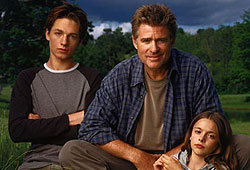 Gregory Smith, Treat Williams and Vivien Cardone star in the WB drama, Everwood.