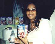 Kellogg's got the scoop on Ashanti's fave flavor of Pop-Tart at the American Music Awards.