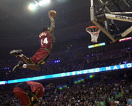 Picture of Desmond Mason dunking the ball at the NBA Slam Dunk contest.