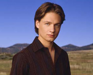 Gregory Smith starred on Everwood.