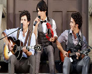The Jonas Brothers perform Love Bug at the 2008 MTV Video Music Awards