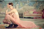 Shailene Woodley looks perfect in pink