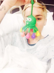 Miley tweeted this photo from her hospital bed