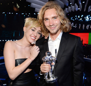 Jesse accepted the Video of the Year Award for Miley