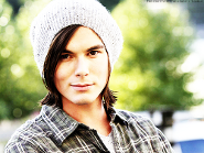 Tyler Blackburn Returns to Pretty Little Liars!