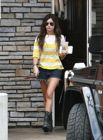 Ashley Tisdale's Outfit