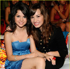 Selena demi poll